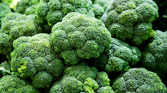 4-Foods-That-Boost-Your-Belly-Fat-Burn-leafy-brocolli