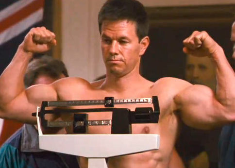 mark-wahlberg-flexing